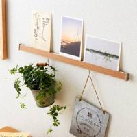 吊り下げ収納&飾り棚を兼ねたアイテムで壁を有効活用  お部屋の壁を収納スペースに変えられる、便利なア...