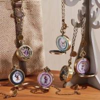 アンティーク調がおしゃれな懐中時計  質感や色、デザインの細部にまでこだわった懐中時計は、バッグチャ...