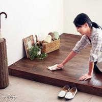 貼るだけ。玄関をフローリング風にリメイク。  廊下や床に貼るだけで雰囲気を一新できる木調のフローリン...