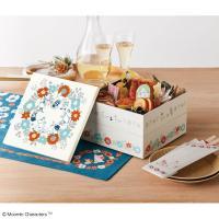 ムーミンたちとお祝い!北欧イメージの洋風おせち ムーミンのデザインのお重箱に、伝統的なおせち料理と北...