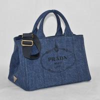 こちらは、カジュアルなデニム素材の2WAYバッグ「CANAPA」。 フロントにはクラシックなロゴプリ...