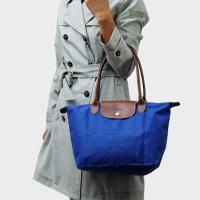 こちらは、ナイロンとレザーのコンビが上品な折りたたみバッグ「LE PLIAGE」。 A4収納が可能な...