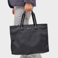 こちらは、GGナイロン素材のトートバッグです。 オンオフ共に使えるシンプルなデザインが人気!! もち...