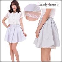 清潔感あふれるホワイトカラーを基調とした細幅のストライプ柄スカートが新着  裾からチラッと覗くホワイ...