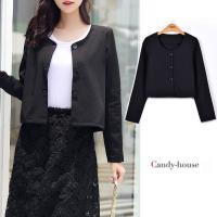 短め丈とラウンドカラーが女性らしさを意識させてくれるジャケット  きれい目にもカジュアルにも着こなせ...