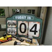 アメリカの田舎町のスタンドに立ち寄ると出会いそうなアイアン製の万年カレンダーです。リリースしたのは数...