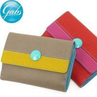 有名ブランドもこぞって採り入れている型押しのサフィアーノレザーを、イタリアらしいポップな配色の財布に...