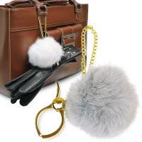 バッグに付けて贅沢気分♪贅沢な天然ラビットファーのチャームが付いたグローブホルダーの登場です。手袋を...