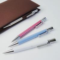 スワロフスキー付きボールペン 長さが125cmと小振りながら、適度な重量感があります。手にしっくりと...
