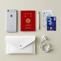 1. Envelope(封筒)タイプのマルチケース 2. パスポート、スマートフォン、通帳等の収納が...