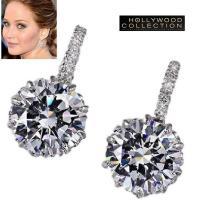 一粒ダイヤモンド揺れるピアスは高輝度高透明度の2.75キャラット・ダイヤモンドCZがエレガントに揺れ...