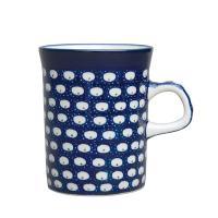 ベーシックな円筒形のマグカップ。容量が0.25Lのタイプです。安定感があり、どこにでも持ち運びできま...