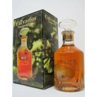 40度 600ミリ  林檎が瓶の中に丸ごと入ったカルバドスです。 マイルドでフルーティーな味わいが特...