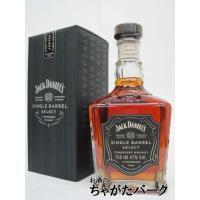 サトウ楓の木炭で蒸留後のウィスキーを一滴一滴濾過する工程で知られる、テネシー・ウィスキーの代名詞。 ...