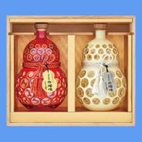 ●赤瑠璃 「赤瑠璃」は紫のサツマイモ「ムラサキマサリ」の特徴を最大限に活かしました。麹や酵母の選択、...