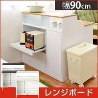 キッチンとダイニングの間仕切りになるキッチンカウンター。 背面は電子レンジが置けるレンジボード、コン...