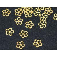 ■桜/サクラ  ■色 ゴールド ■素材 真鍮 ■サイズ 5mm 程度  厚み 0.1mm 写真参照 ...