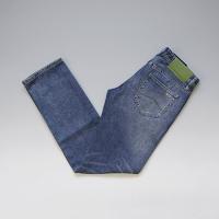 アルマーニグループの中では一番カジュアル且つアーバンなコレクションを展開するA/Xよりジーンズが入荷...