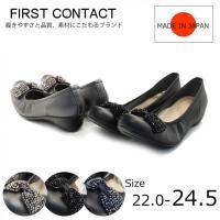 足に優しくフィットする柔らかな素材を使用した履き心地の良さが人気の理由のひとつ。履き口のシャーリング...