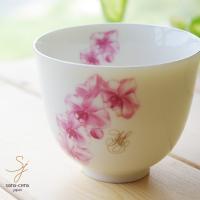 明るいピンクの花柄が上品な煎茶碗です。 緑茶、ほうじ茶、ジャスミン茶、烏龍茶に深蒸し茶を美味しく頂け...
