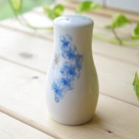 明るいブルーの花柄が上品なスパイスボトルです。 塩や胡椒など、持ちやすい大きさの便利なスパイス入れ!...