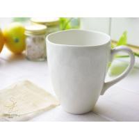 透き通るような白い食器は清潔感たっぷりです。 手びねりのようなマグは温かみのある手触りとほど良い厚み...