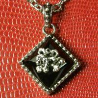 ライオンとブラック・ストーンが融合したネックレス。 「百獣の王」の威厳を感じるデザイン。 獅子(ライ...