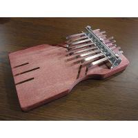 アフリカの民族楽器「カリンバ」です。    別名、親指ピアノとも呼ばれます。   素朴で、魅惑的なサ...