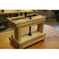 製本プレス機、ブッククランプ(バッキングプレス)、糸かがり台の三機能を一台にまとめた革新的な製本機で...