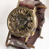 渡辺工房さんより、ムーブメントが動くたびキラキラと存在感を放つ、機械式で自動巻きの腕時計が、ジャンボ...