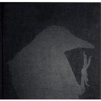 2017年、MACKより待望の復刻  1934年北海道生まれの日本人写真家・深瀬昌久の代表作『鴉』の...