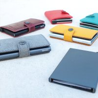 新時代のスリムな財布(オランダ製)。日常でも、セカンドウォレットとしても。 カードだけでなく、お札や...