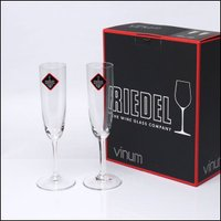 クラシカルなフルートタイプのシャンパーニュグラス。きれいな泡立ちを促すために底部にキズが着いているの...