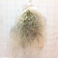 ドライフラワーの花束、スワッグとして壁飾りになります。 材料は、ブルーファンタジア、ラグラス、ススキ...
