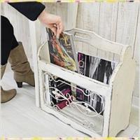 ●持ち運びができるアンティーク調のマガジンラック●新聞や雑誌など、机や床の上に重ねていませんか?置き...