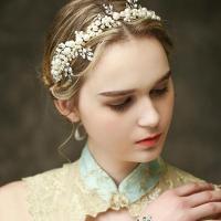 商品説明 結婚式にぴったりのウェディングヘッドドレスからパールとビジューの上品なヘアアクセサリーが登...