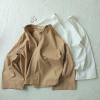 春先1枚で着たいシャツは、ワイドスリーブのデザインが今までに無くお洒落な印象に。 襟を抜いて着こなす...