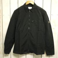 薄手のジャケットスタイル フルジップ 袖部にデザインファスナー 牛革パッチ