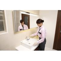 <トイレクリーニング> 便器の内部やフチの裏側など、手の届きにくい場所までしっかり洗浄。こびりついた...
