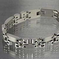 大小のパーツを独特のバランスで丁寧に組み合わせたステンレスブレスレットです。 ステンレス素材ならでは...