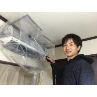 家庭用の壁掛けタイプのエアコンの簡易クリーニングです。 エアコンは壁に掛けたまま養生を行い、洗浄機で...