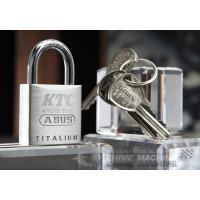 世界的に定評のあるドイツABUS社製の南京錠です。  ボディにはABUS社が独自開発した特殊アルミニ...