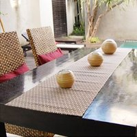 テーブルランナー アジアン雑貨のテーブルランナー バリ島の天然素材の特性を生かした柔らかいの質感のテ...