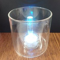 LEDライトを入れる穴がある円柱型のグラスです。オリジナルのジェルキャンドルを作るのにご利用いただけ...