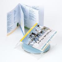 歌詞カードなどに最適な二つ折りのインデックスカード。薄手で、お手軽なつやなしマットタイプ。