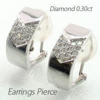 ゴージャスな輝きのダイヤモンドパヴェイヤリングピアス。 スクエアの地金のデザインの中にダイヤモンドを...