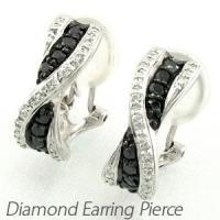 流れるようなシルエットのブラックダイヤ×ダイヤイヤリングピアス。 カーブラインに沿うようにダイヤモン...