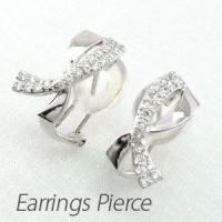 リボンモチーフのダイヤモンドイヤリングピアス。  艶やかな地金とダイヤモンドでリボンのシルエットを表...