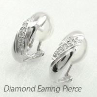 プレーンなデザインのダイヤモンドイヤリングピアス。  ふっくらとした地金のシルエットにひねりを加えた...