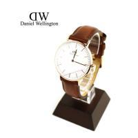 Daniel Wellingtonのレザーストラップ腕時計です。 薄く、クラシカルでエレガントな、ロ...